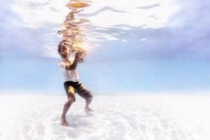 fotografia infantil bajo el agua