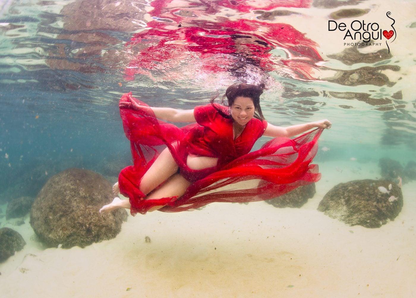 Embarazo Bajo El Agua en el Mar | DeOtroAngulo