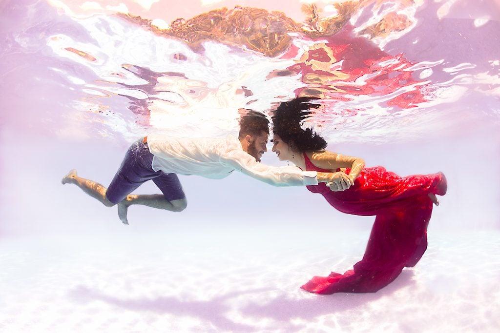 fotografía bajo el agua en pareja